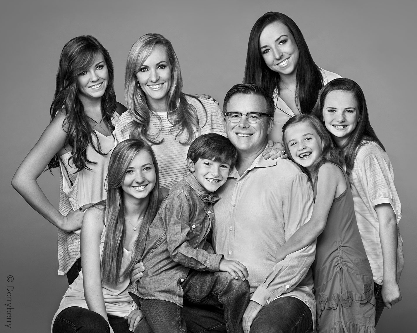 Black and white portrait of the Blue family in Dallas, Texas by photographer John Derryberry Photography